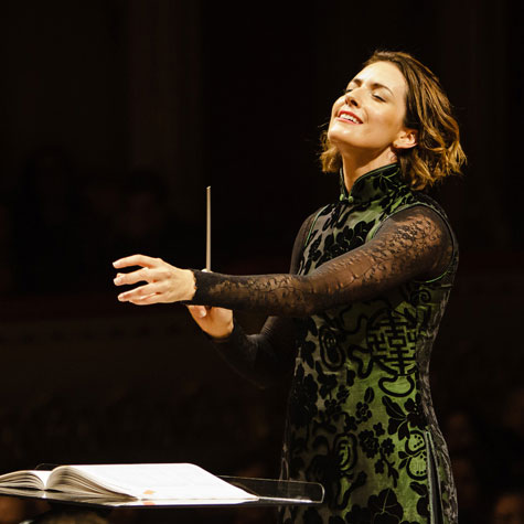 Alondra de la Parra conducts Dvořák